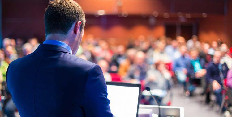 Докладчик-на-бизнес-конференции-31814202_xl